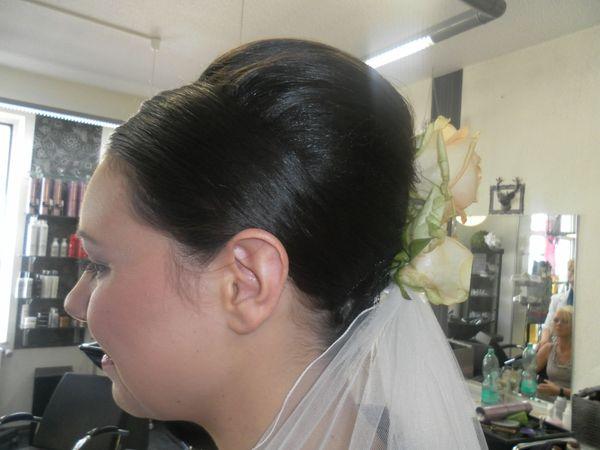 Brautfrisur und make up herne